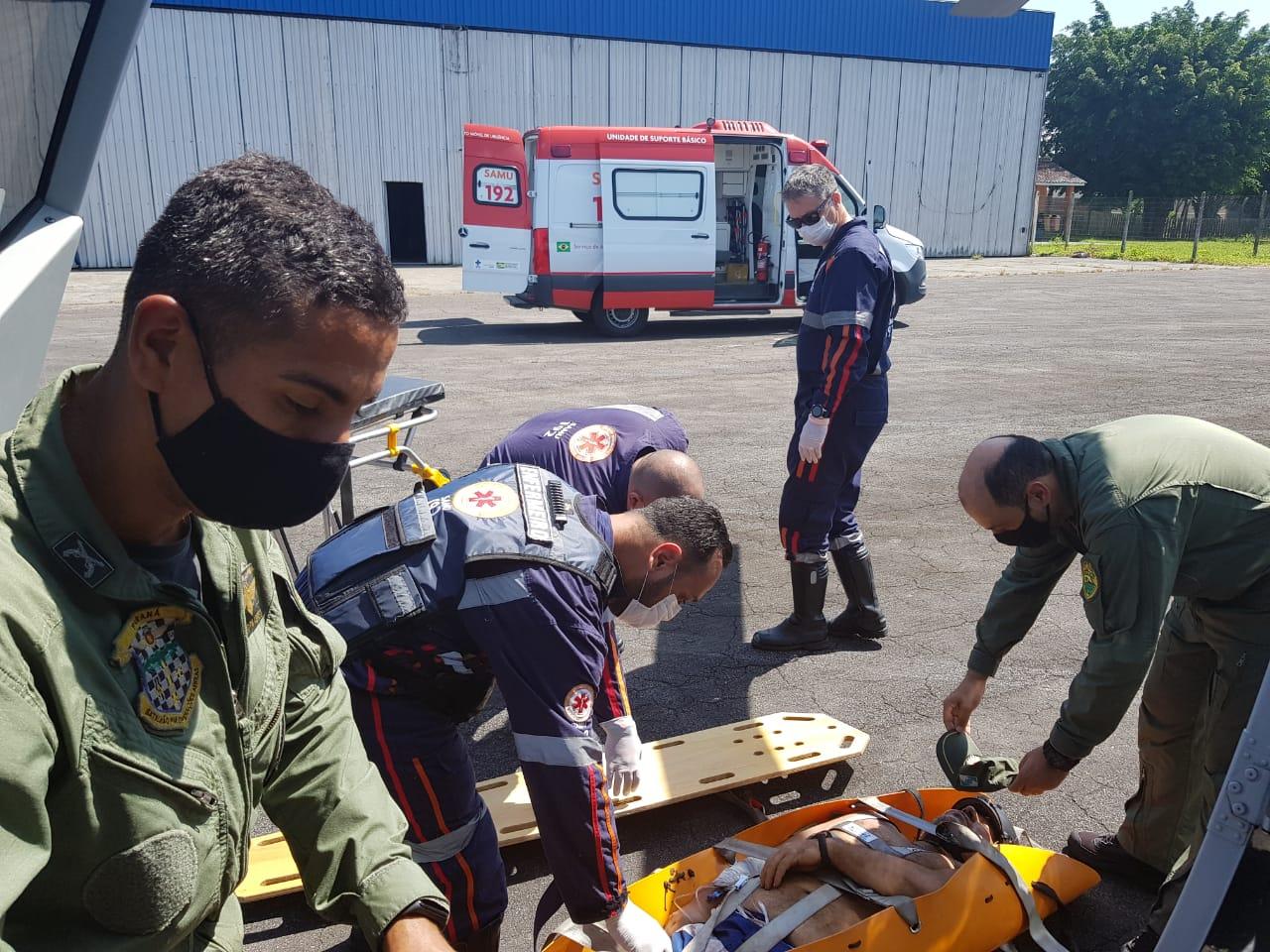 A vítima foi levada para o aeroporto de Paranaguá onde uma ambulância do Samu aguardava. Ela foi encaminhada para a emergência do Hospital Regional.