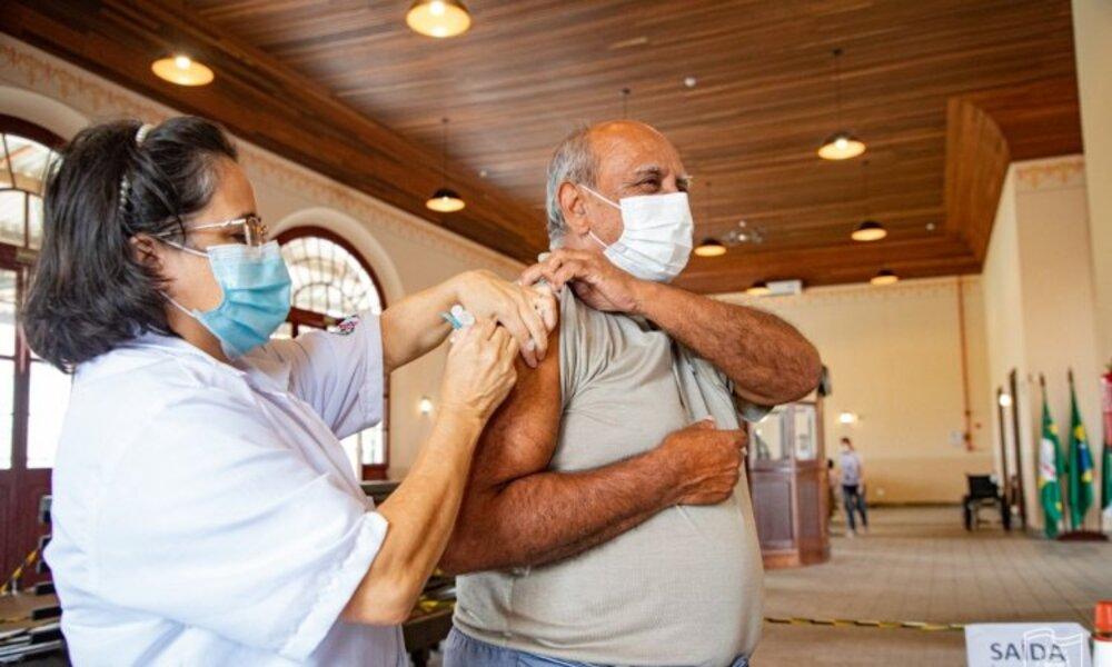 Paranaguá está entre os 20 municípios do Paraná que mais aplicaram vacinas