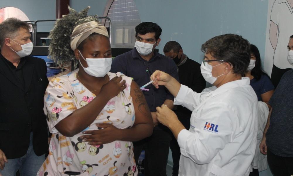 7,6 mil pessoas foram vacinadas com a primeira dose e 1,8 mil com a segunda no litoral