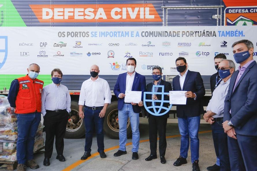 Comunidade portuária arrecada 9 mil cestas básicas para doação