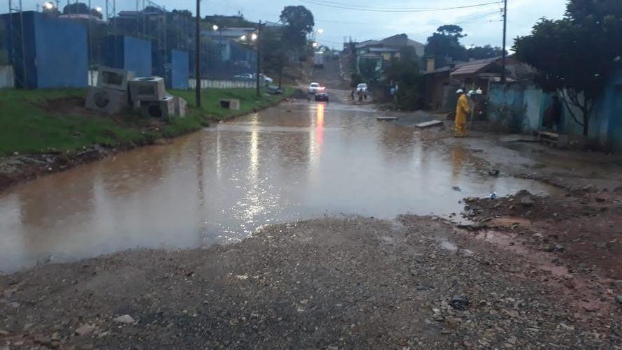 Chuvas alagam bairros