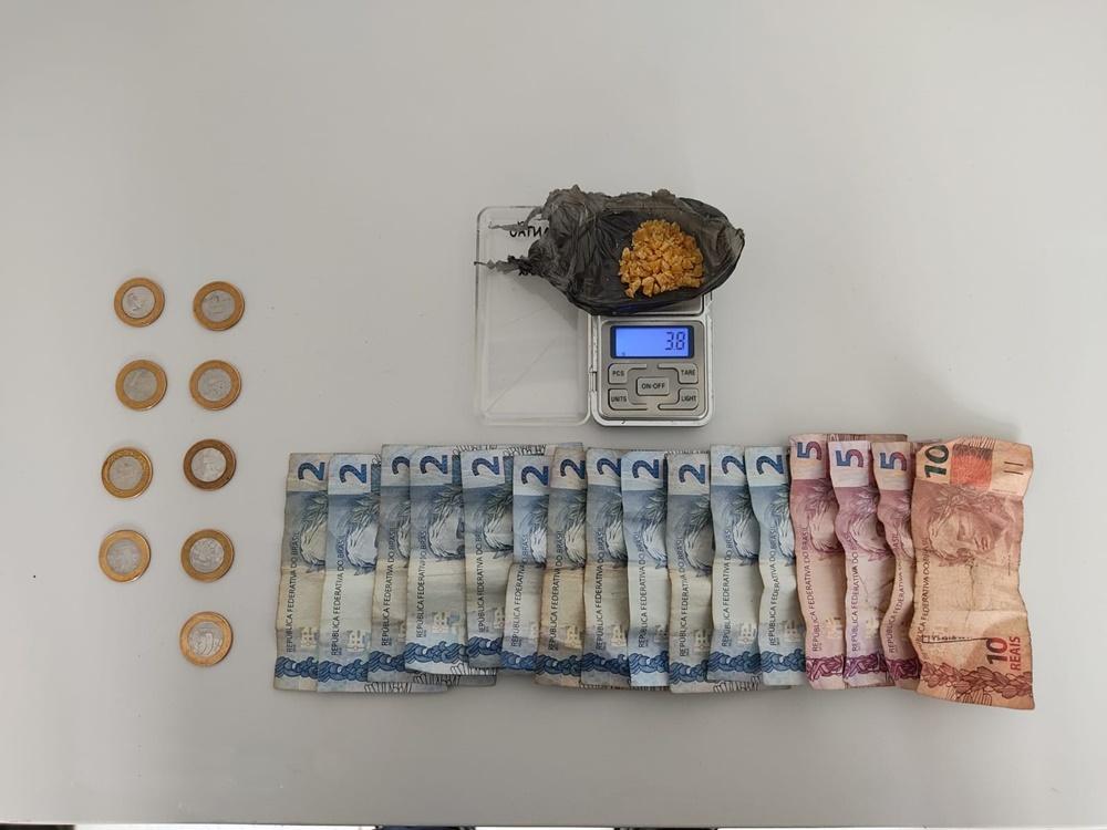 Morador em situação de rua é flagrado vendendo crack na Ponta do Caju