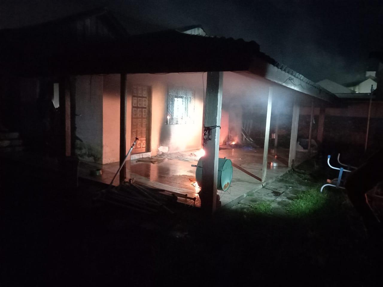 Casa que ficou em chamas