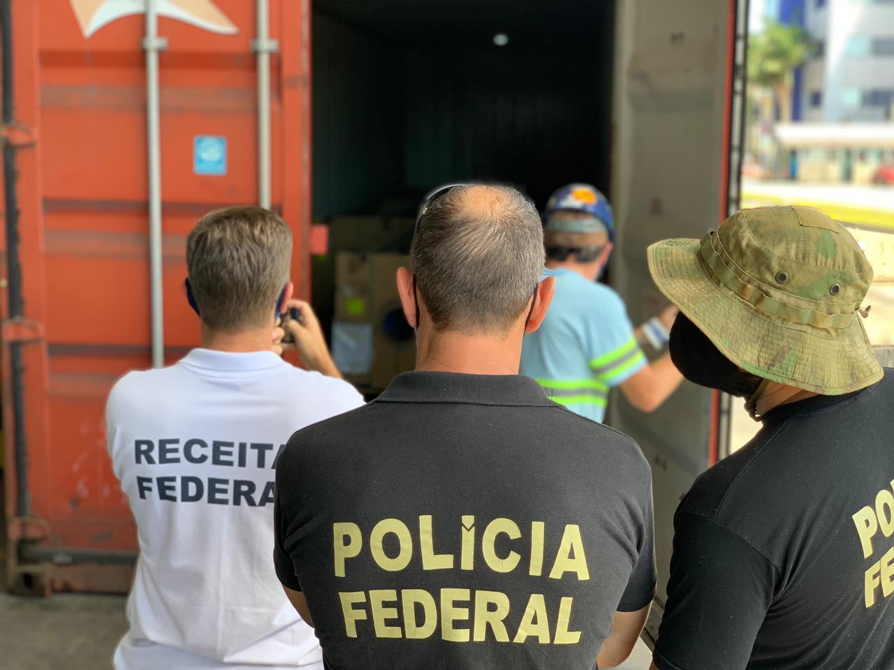 Polícia Federal, Receita Federal e IBAMA fiscalizam contêineres no Porto de Paranaguá