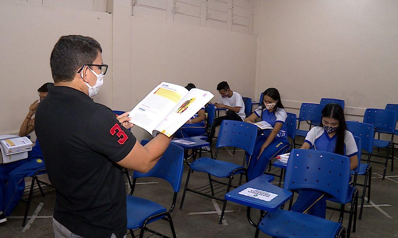 Ministro da Educação reforça pedido para imunização de professores