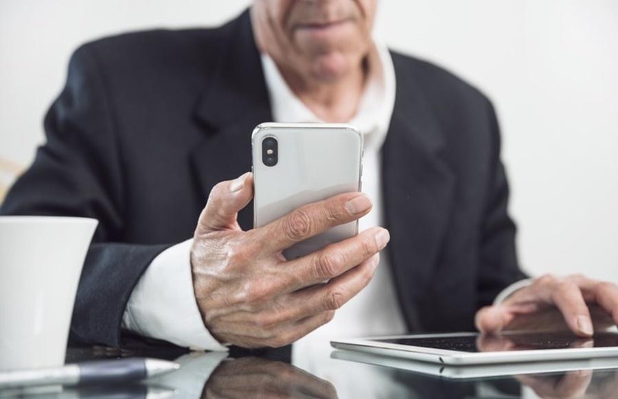 ALERTA DE GOLPE: Ligações para que aposentados façam a prova de vida online não são do INSS