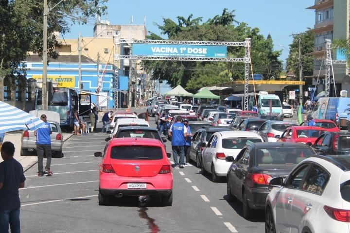 Para proporcionar um atendimento ágil e de qualidade aos cidadãos que vão se vacinar contra a Covid-19, o município de Paranaguá montou uma força-tarefa