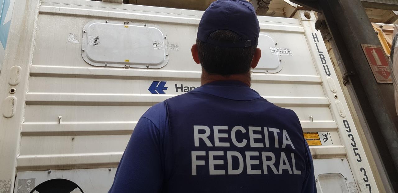 Receita Federal encontra 15 quilos de cocaína escondidos no motor de um contêiner refrigerado