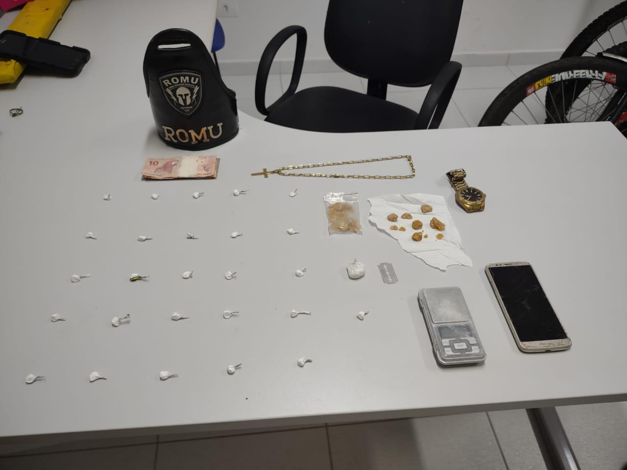 Rapaz é flagrado com buchas de cocaína no Porto do Padres