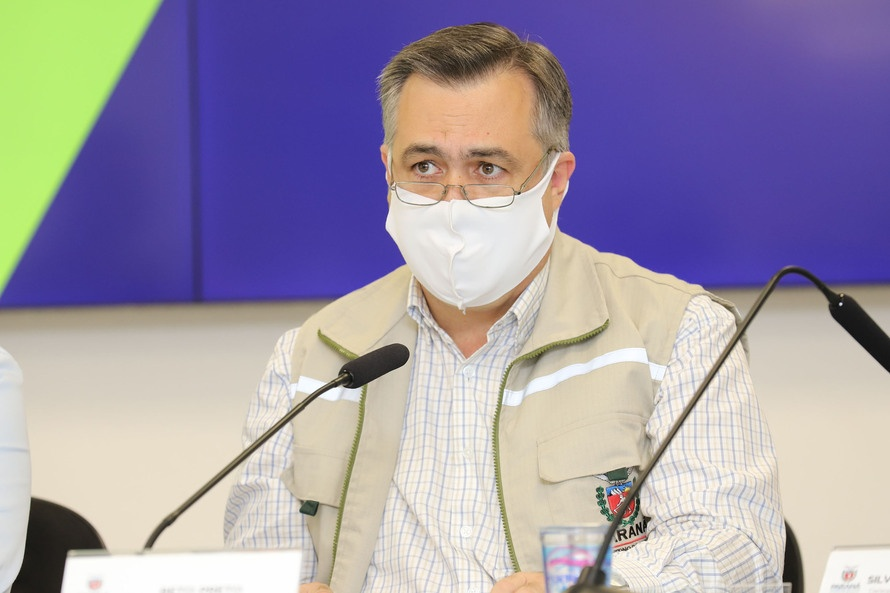 """""""Vacina e informação clara vão ajudar o Paraná a sair da pandemia"""", diz secretário da Saúde"""