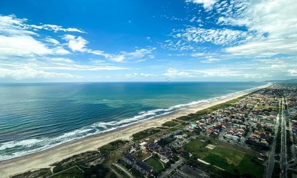 Pontal do Paraná proíbe permanência de pessoas nas praias
