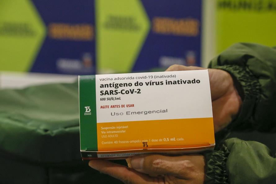 Paraná recebe 62 mil vacinas da CoronaVac para ajustes na imunização